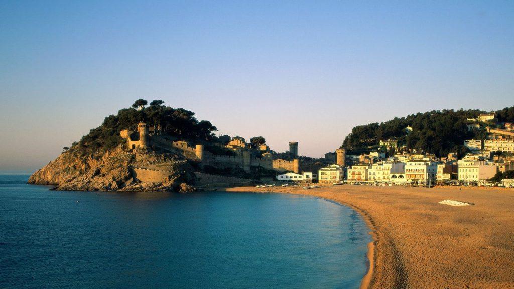 hoteles-en-tossa-de-mar-lugares-turisticos-que-ver-visitar-min